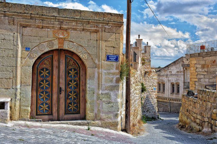 The gate in Ortahisar (1004)