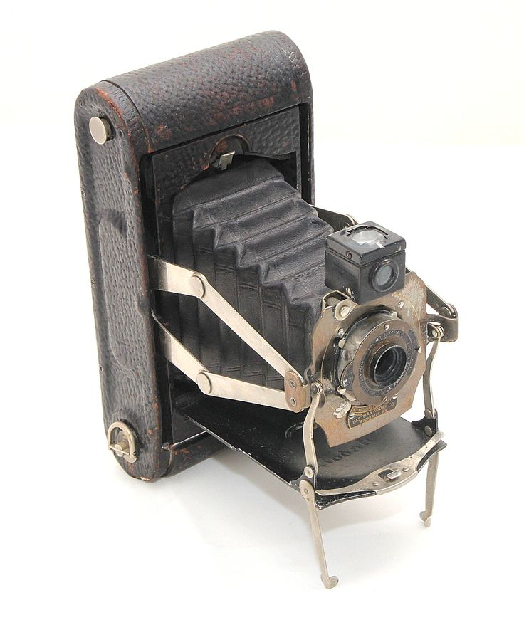 A Kodak No1A Folding Pocket camera Model C, circa1912, distinguishable by the 'scissor-lift' bellows hinges and twin support stands. Kodak anastigmat lens. In reasonable condition, very clean inside. Took 116 film