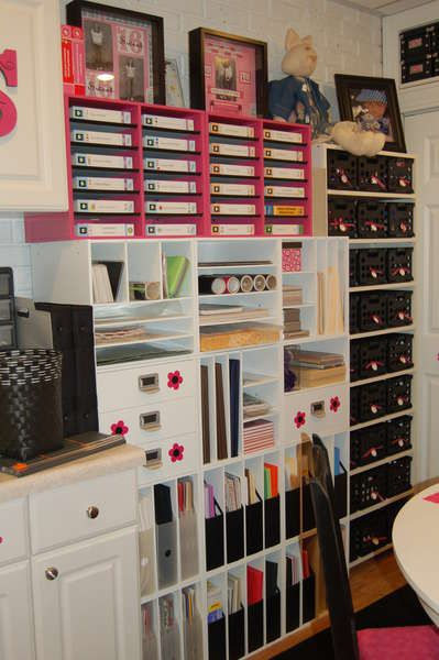Scrapbooking room of awesomeness-----I dream of having a craft room again!!!!!!!!!!