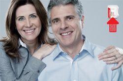 SELECTIEVE PERCEPTIE: Op deze afbeelding zie je een echtpaar. Iedereen kijk anders naar een foto, veel mensen zullen bijvoorbeeld niet zien dat de hand aan de rechter kant niet hele klopt. Omdat iedereen alles ander ziet hoort deze afbeelding bij het begrip 'selectieve perceptie'