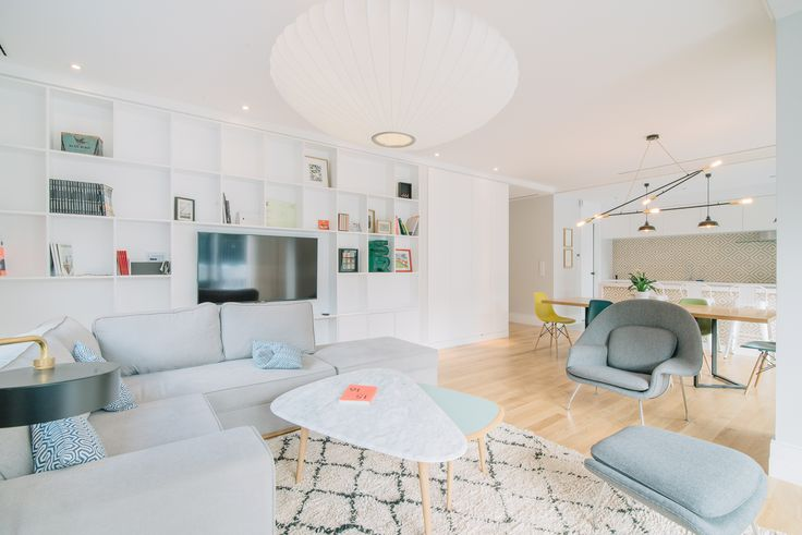 HomeLovers: living room with open kitchen