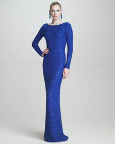 his sleek Oscar de la Renta gown achieves a fluid and shimmery effect with a sequined silk/cotton knit.  A sequined knit Oscar de la Renta gown; the bateau neckline is very flattering to any face shape.