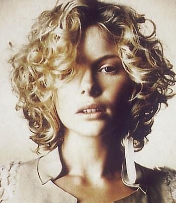 Medium curly hair bob - blonde