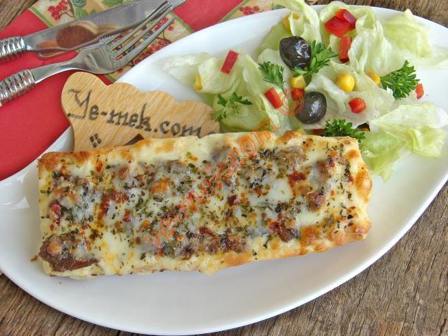 Kavurmalı Ekmek Pizzası Resimli Tarifi - Yemek Tarifleri