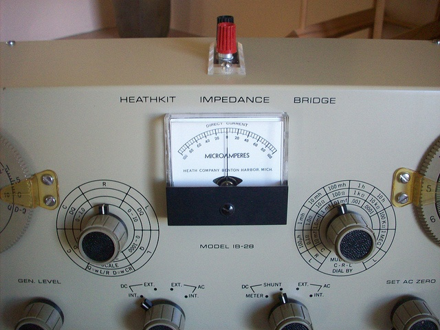 Heathkit IB-28 Impedance Bridge fron 1968-76 by KEITH GREENHALGH, via Flickr