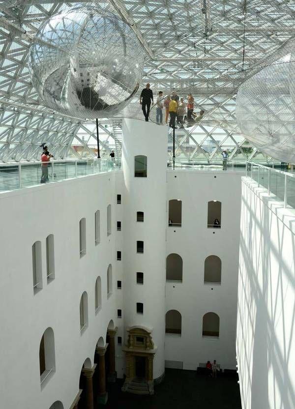 """""""in orbit"""": exposición de Tomás Saraceno en Düsseldorf, Alemania"""