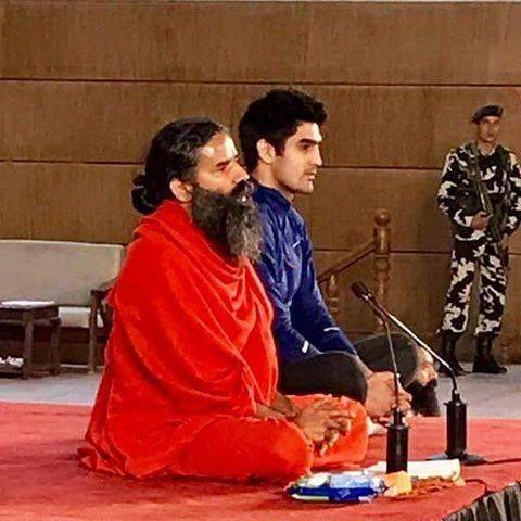Boxer Vijender Singh doing pranayama with thousands of Yuva karyakartas at PATANJALI Yogpeeth's Yuva Yog Shivir
