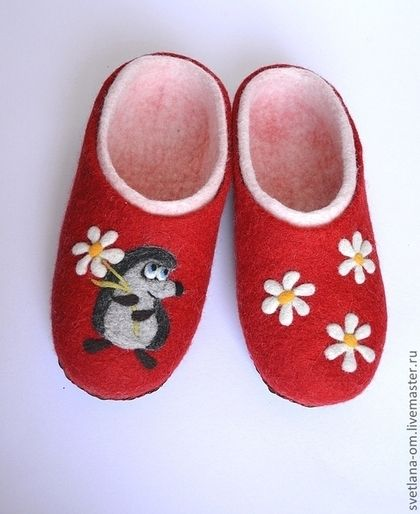 Тапочки, валяные тапочки, красные тапочки, тапочки ручной работы, шерстяные тапочки, тапочки из шерсти, ежик, ромашки, красный, бело-красный, детские тапочки, подарок девочке.