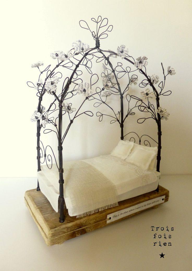 """""""To lay down with you..."""", sculpture fil de fer, scénette décorative chambre : Sculptures, gravures, statues par trois-fois-rien"""