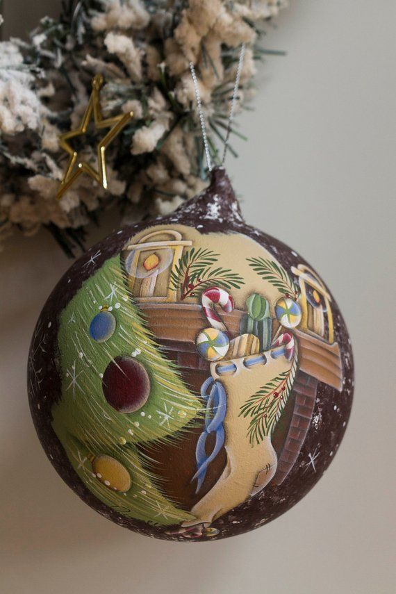 Addobbi Natalizi Vetro.Christmas Glass Ball Hand Painted Following The Country Painting Technique Christmas Christmasdecor Hand Painted Ornaments Hand Painted Christmas Ornaments