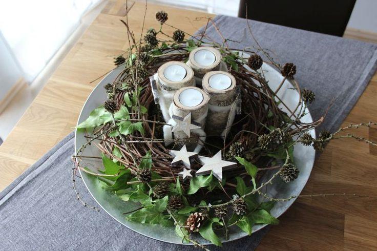 Adventskranz aus einem Reben- Föhrenkranz! Handarbeit) Adventskranz in einer Schale mit Birkenteelichthaltern und Sternen ! Preis 39,90€