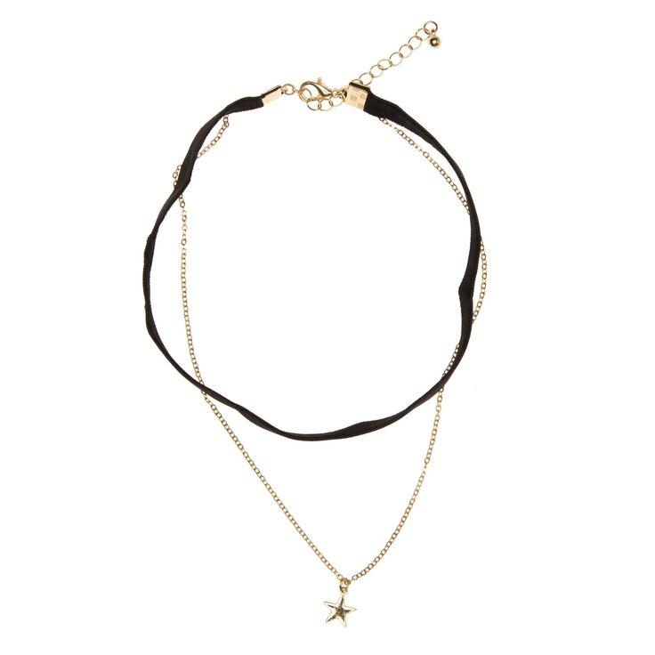 - Voor wie houdt van de retro hippiestijl: een choker halsketting bestaande uit een fluwelen lintje van 1 cm breed en eengoudkleurig kettinkje met kleine ster. Geeft je silhouet een stijlvolle touch. - Met karabijnsluiting en verlengketting van5,5 cm.
