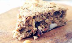 Ontbijten met taart maakt je ochtenden opeens een stuk leuker. Voedzaam & Snel wist dit ook wel en maakte deze gezonde ontbijttaart.