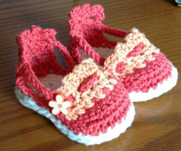 hübsche rosa Babysandalen