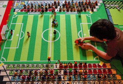 tapis de jeu pour enfant football anniversaire foot. Black Bedroom Furniture Sets. Home Design Ideas