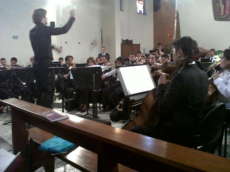 "#MejoresMomentosOFB ""@kashmiraliona1Director invitado, Jean Michael Lavoie... Gracias, Orquesta Filarmonica de Bogotá!"""