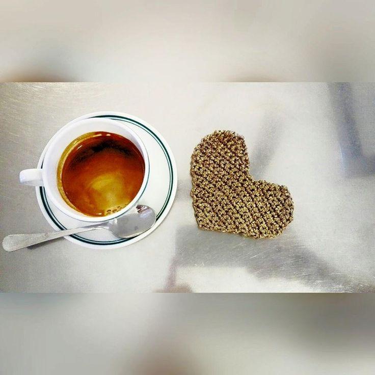 Crochet Handmade Morning heart coffee. Uncinetto fatto a mano Buongiorno cuore caffe