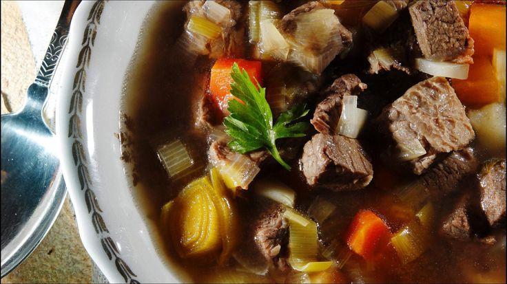 Fersk suppe med oksekjøtt