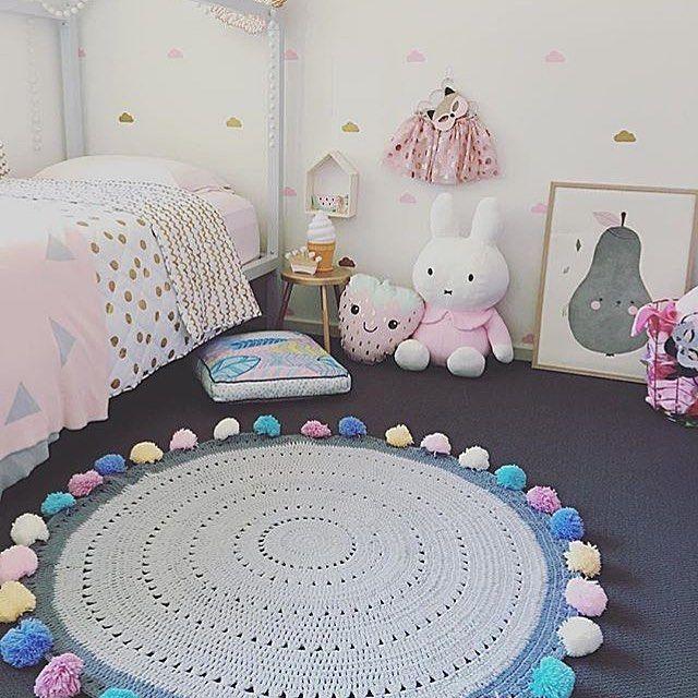 Bom dia flores lindass!!! Começando um tapete fofo igual este da @mooi_baby  #tapetedecrochê #crochê