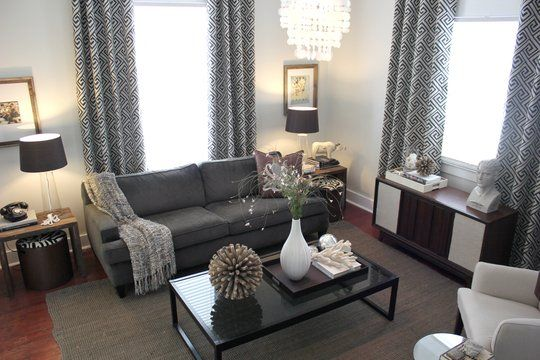 Small apartment checklist : Or gray. Gray curtains, white walls, one gray accent wall, green (?) sofa, wood floors ? to live. Pinterest Living Rooms, Rooms and