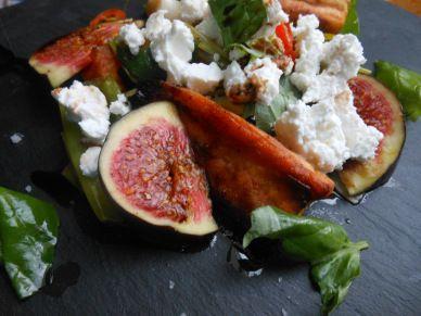 Warmer Süßkartoffelsalat mit Frühlingszwiebeln und Feigen