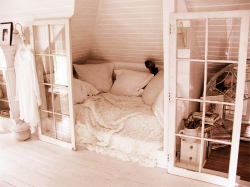 I love when beds are kind of hidden away and in their own area like this