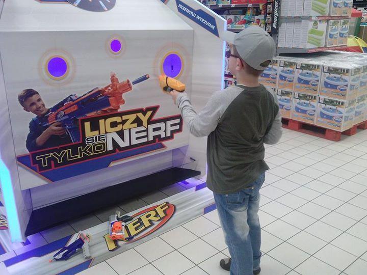 strzelasz do mnie :)? #hasbro #nerf #wyrzutnianerf https://www.facebook.com/photo.php?fbid=1584730518469294&set=o.145945315936&type=1