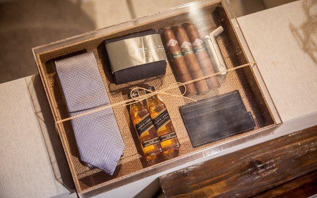 A caixa decorada por Susana Fujita é perfeita para montar o kit para os padrinhos