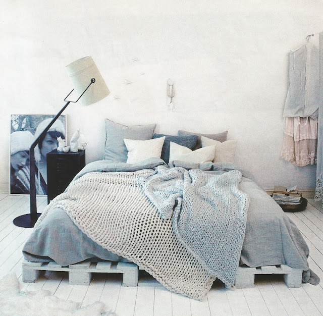Palette Bed With Cozy Blankets And Lots Of Pillows