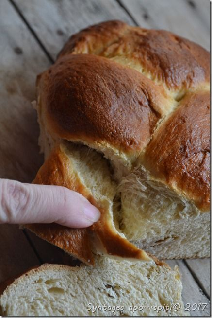 Greek easter bread (τσουρεκια)