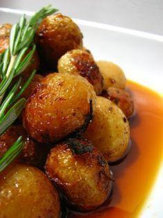 Batatas assadas no forno com ervas e alecrim