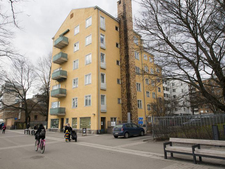 https://flic.kr/p/JZyZ91   By the river Aura - 04   As Oy Läntinen Rantakatu 21, designed by architect Eric Bryggman, built 1948-1951.