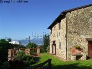 http://www.idealista.it/en/immobile/5802314/index.htm two completely renovated rural buildings situated in a green area 5 minutes from castelnuovo garfagnana.