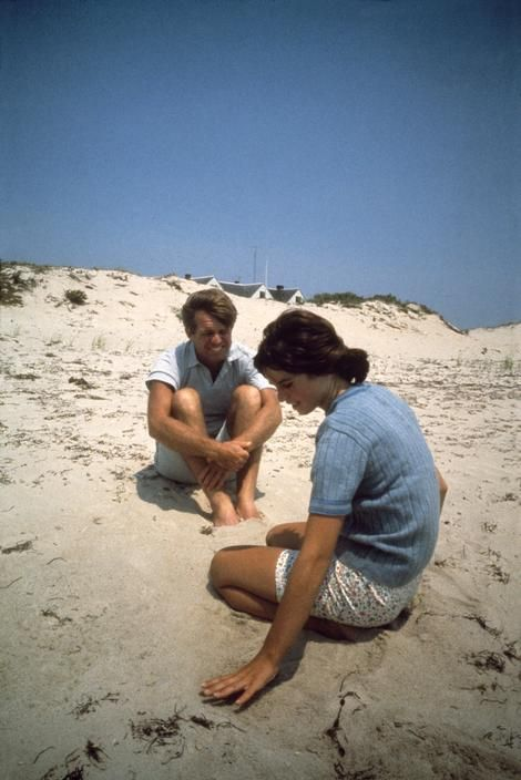 Robert Kennedy with his daughter Kathleen in Hyannis Port, Massachusetts, 1967, © Philippe Halsman/Magnum Photos