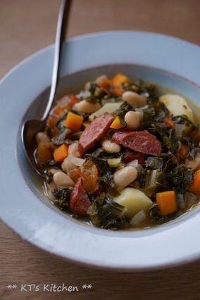 ケールと豆、ソーセージのスープ|レシピブログ