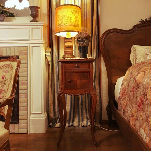 hopeさんの、ベッド周り,アンティーク,テーブル,ロココ,ナイトテーブル,ベットルーム,アンティーク家具,フレンチ,フランスアンティーク,ルイ15世,暮らしの愛用品,アンティーク ベット,のお部屋写真