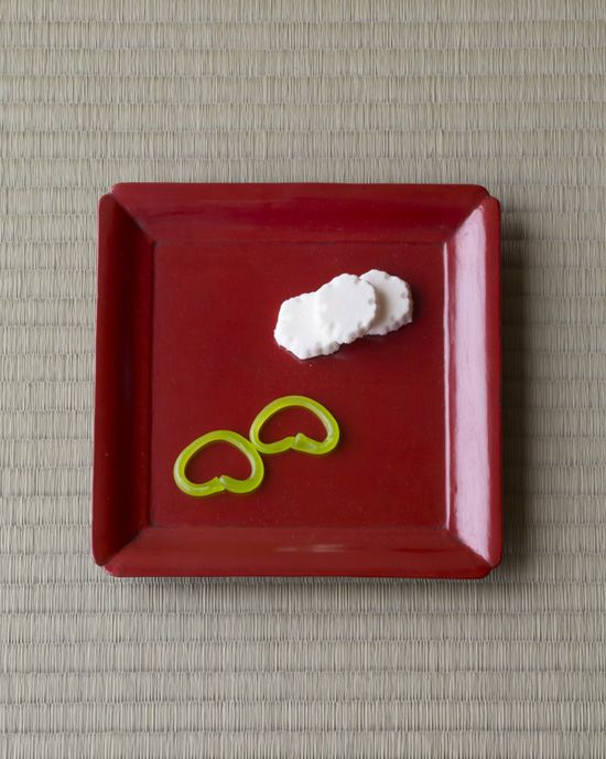 Japanese sweets on a lacquer tray from Min period (1368~1644)