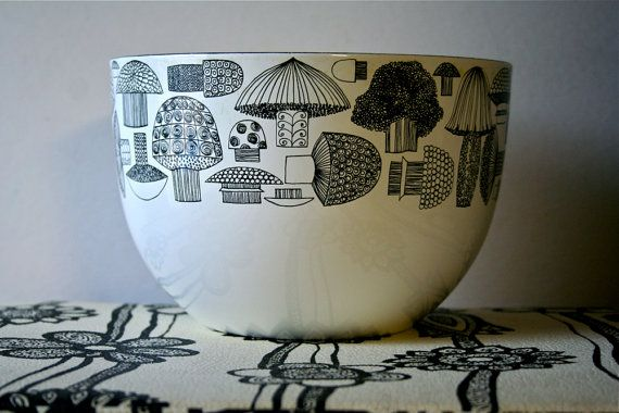 I love these funky vintage mushrooms. Designed in Finland. My grammie has a set of these, they remind me so much of her!