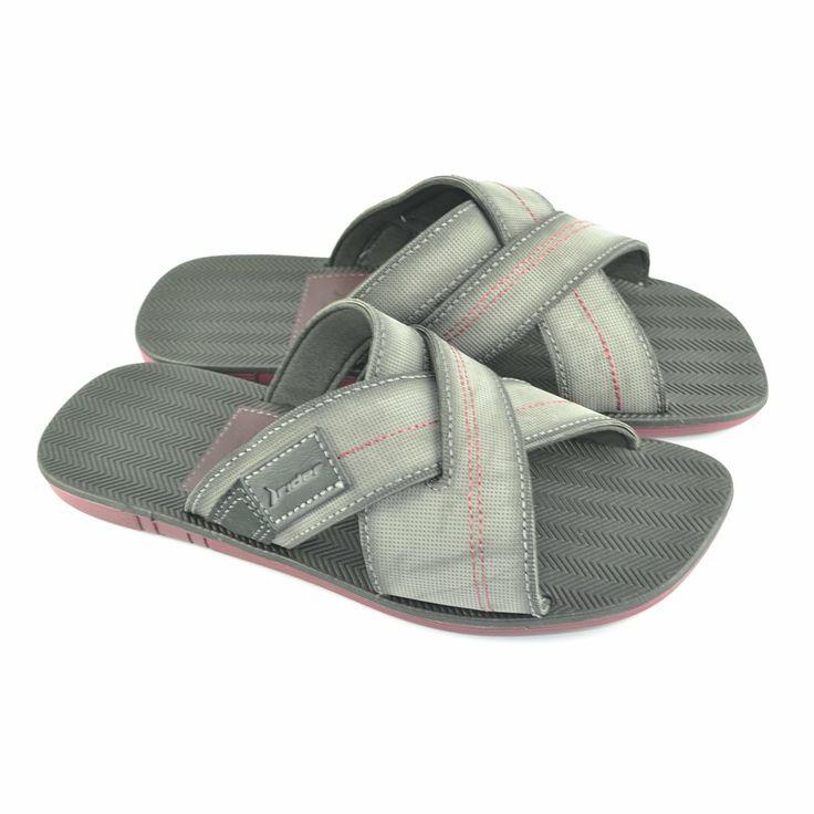 Chanclas de corte pala con tiras anchas cruzadas en color gris con pespuntes de color burdeos y con suelas de goma de máxima flexibilidad de RIDER.