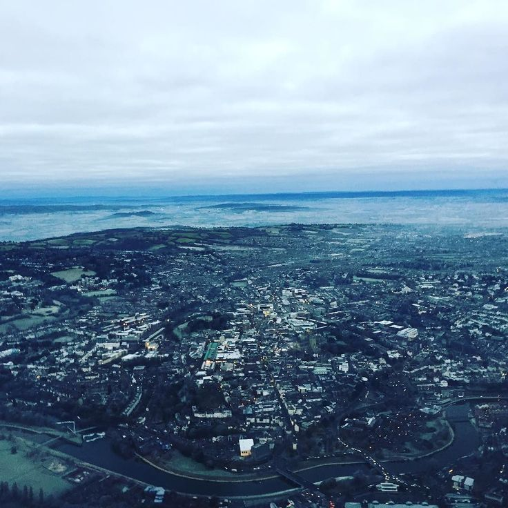 What a beautiful morning over Exeter today #frosty #cold #minusfour #morning #city #quay #river #frost #freezing #early #femalepilot #flight #aviation #instagramaviation #avgeek #bestview #lovemyjob #scenery #happiness #love #job #goodvibes #lovinglife #captain #amazing