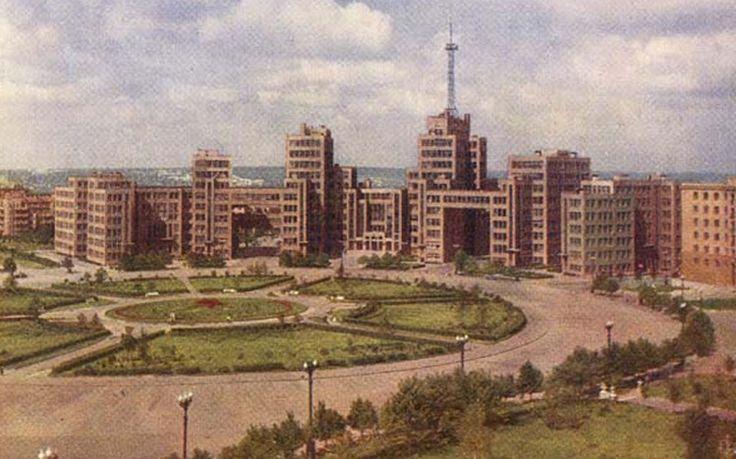 Дом Государственной промышленности, построенный на центральной площади города Харькова
