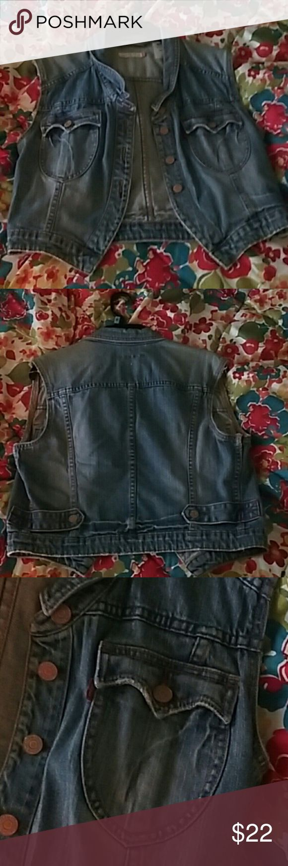 Levis Vest Levis Trucker Vest Great Condition   🚫No Trades  🅱undle & Save  ✅Use the offer button Levi's Jackets & Coats Vests