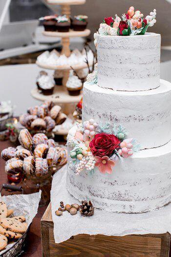 Hochzeitstorten & Sahne passt wie Deckel auf Topf! Inspirationen zu eurer perfekten Sahne Hochzeitstorte findet ihr auf Hochzeitsportal24...