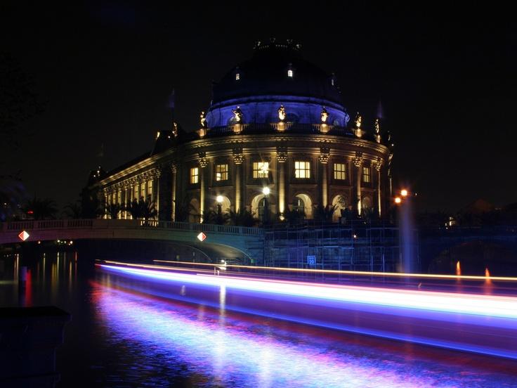 Passing the Museum (Berlin)