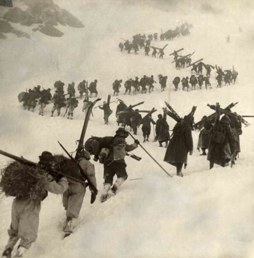Italian soldiers climb up a moutain on their way to face the Austrians, 1915.P.S.: Note their skis.