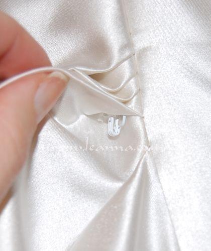 Recoger la falda de un vestido
