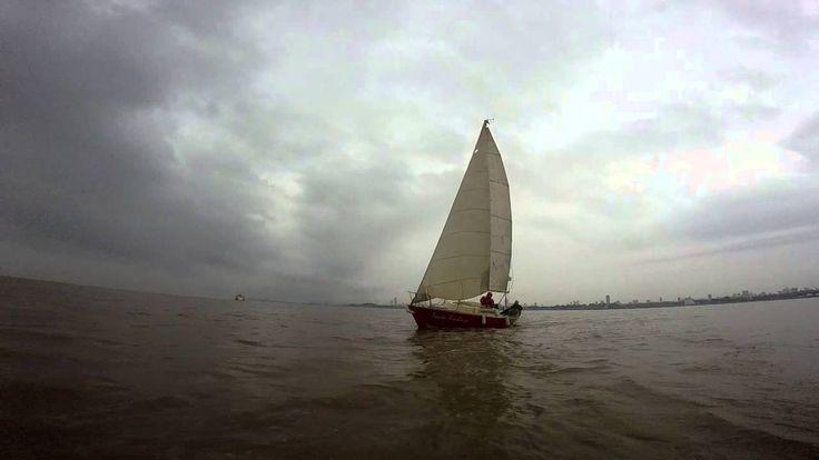 Navegando el río de la Plata con alumnos de la Escuela Náutica Dserra