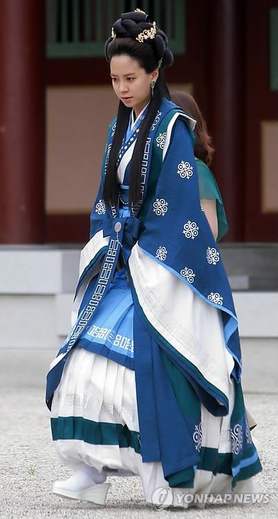 Song Ji Hyo as Eun Go