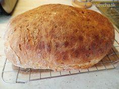 Tento nafotený chlebík je môj druhý pokus, prvý bol tiež skvelý! Týmto chcem potešiť  všetky začínajúce gazdinky, pretože sa to jednoducho musí podariť :-) Dnes je na trhu množstvo chlebíkov, pečiva všetkého druhu....ALE! Nie je to  jednoducho to pravé orechové. Ten pocit, keď sa rodinka teší, keď to doma rozvoniava  a keď sa chlebík natrie hoc iba masielkom.....mňam! Takže ideme na to ! ;-)