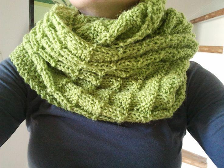 Deze sjaal heb ik gebreid met een heel oud patroon. In deze sjaal zijn vierkantjes gebreid met daarin driehoekjes. Recht en averrecht wor...